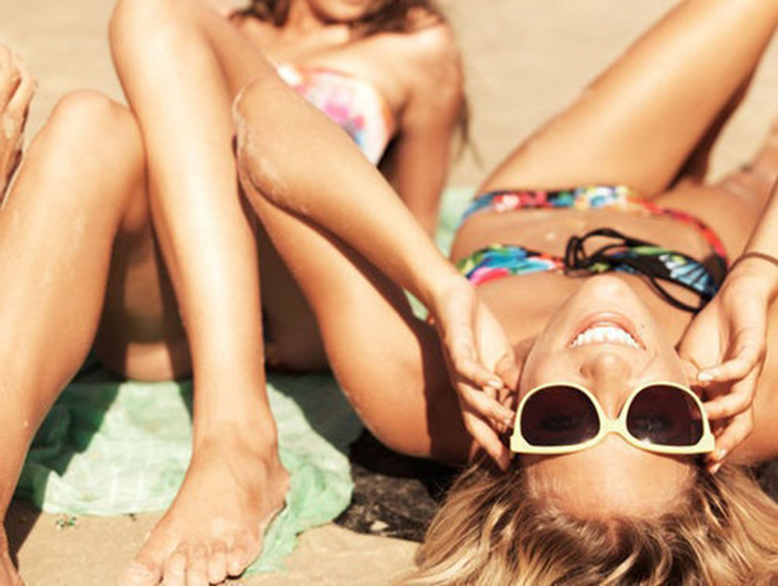 Skillnader mellan solskydd i syntetisk och naturlig kosmetika